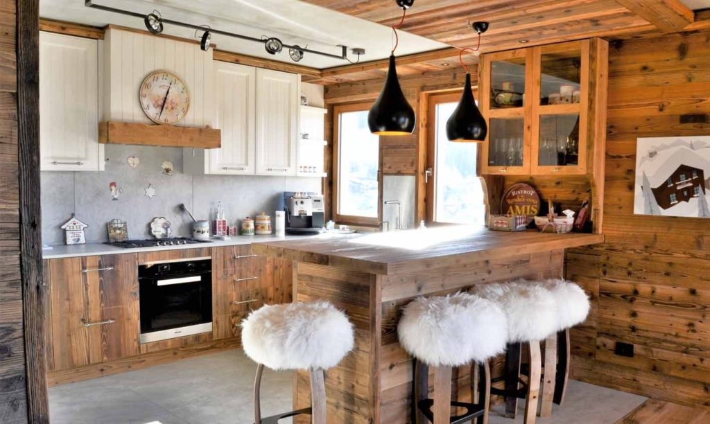 кухня в доме в стиле шале