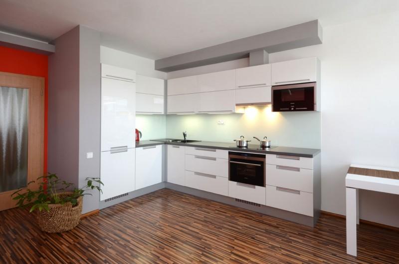 угловая белая кухня фото