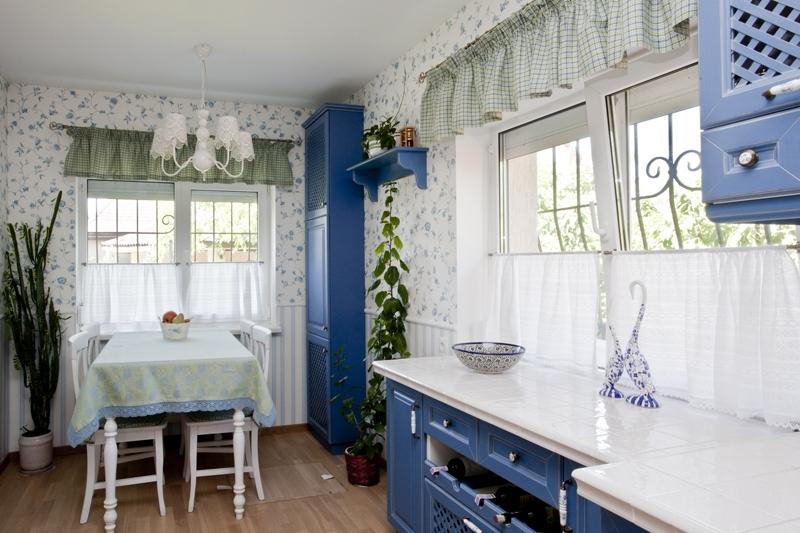 маленькие синие кухни