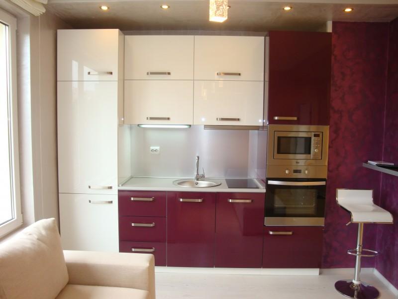 кухня фиолетовая современная кухни белый верх фиолетовый низ