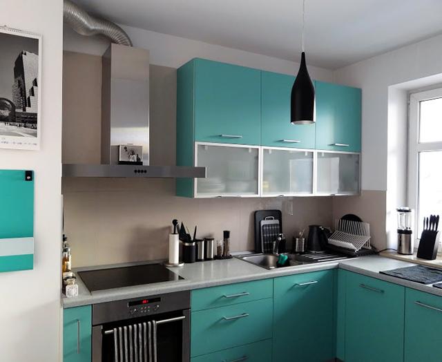 кухня бирюзового цвета какие шторы