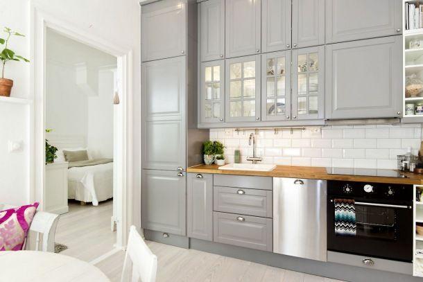 интерьер кухни в серо белом цвете