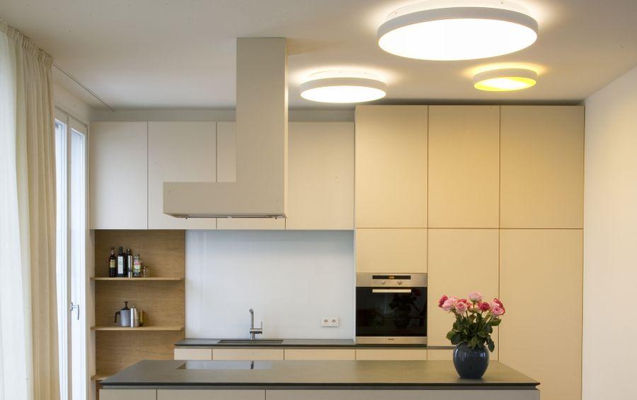потолки подвесные с подсветкой кухня