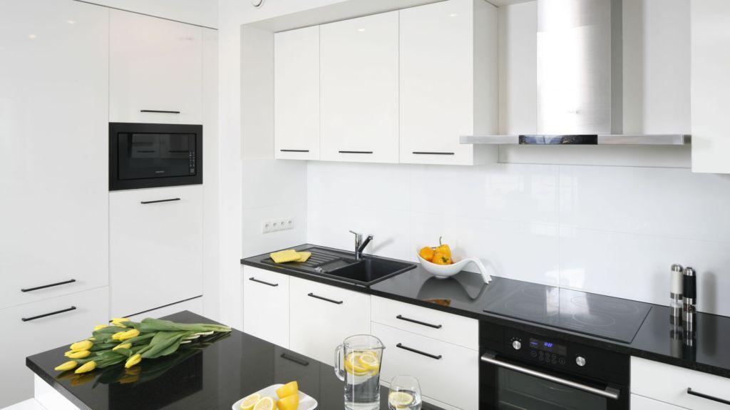 черно белая кухня дизайн интерьера