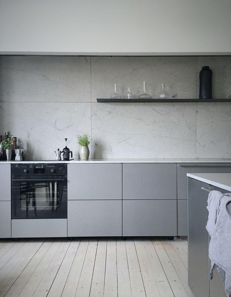 кухня в серо белых тонах фото