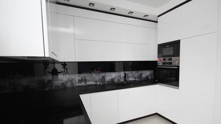 черно белая кухня +в современном стиле