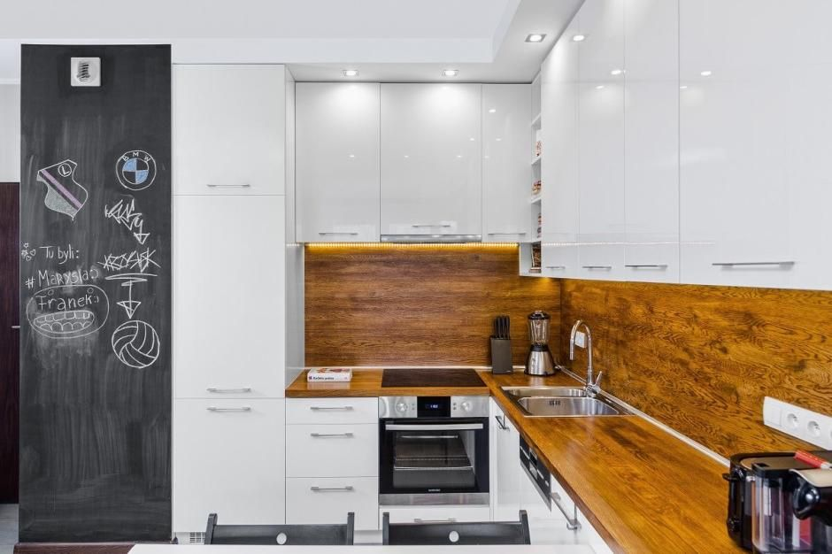 как оформить кухню без окна