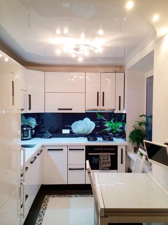 подвесной потолок маленькой кухни