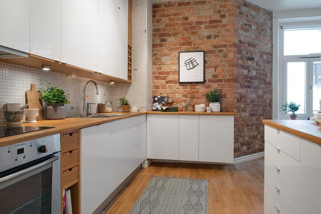 стены под кирпич на кухне