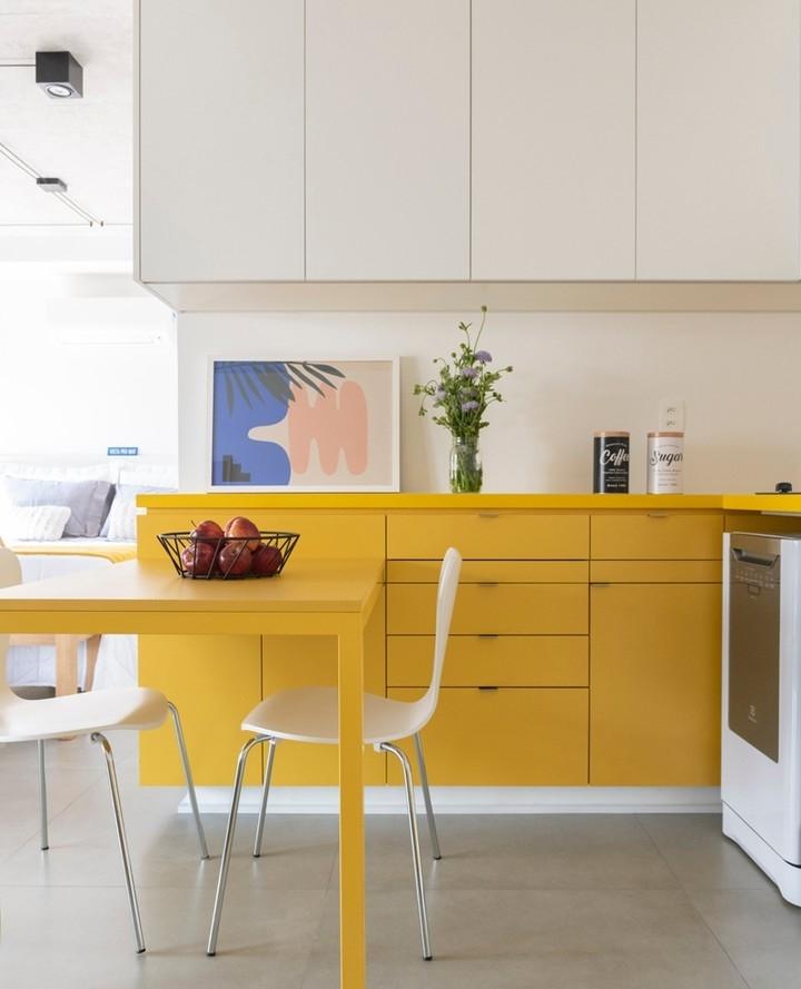 желто бежевая кухня