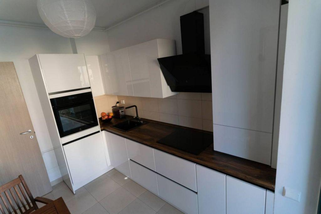 белая кухня матовая или глянцевая