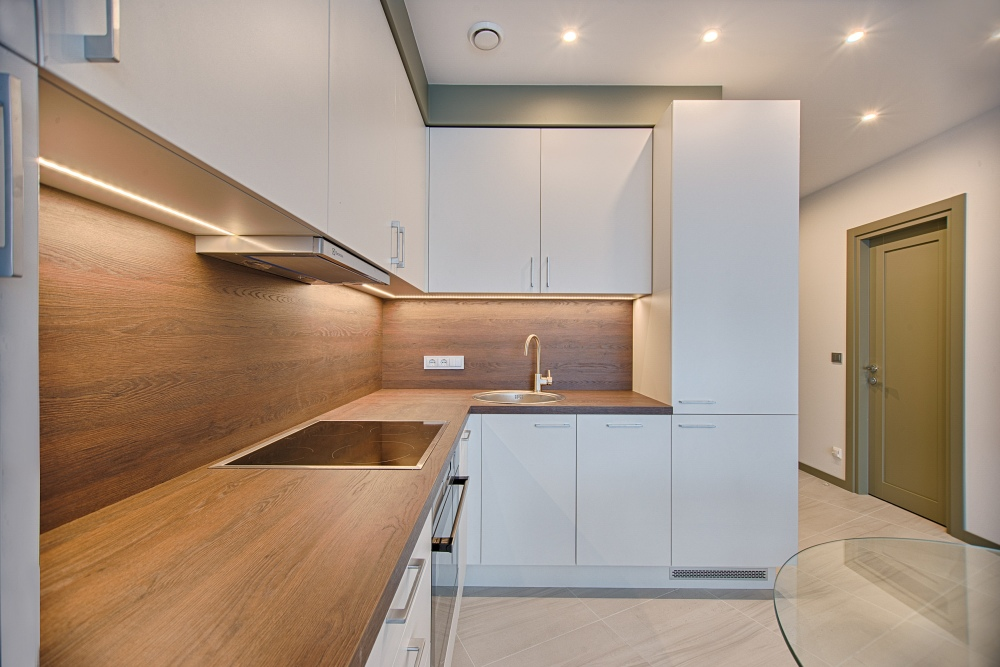 маленькая квадратная кухня