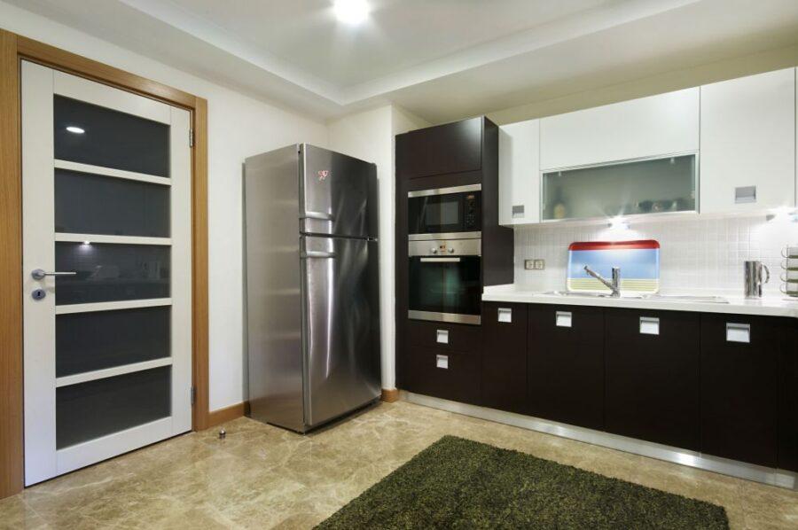 кухонный дверь