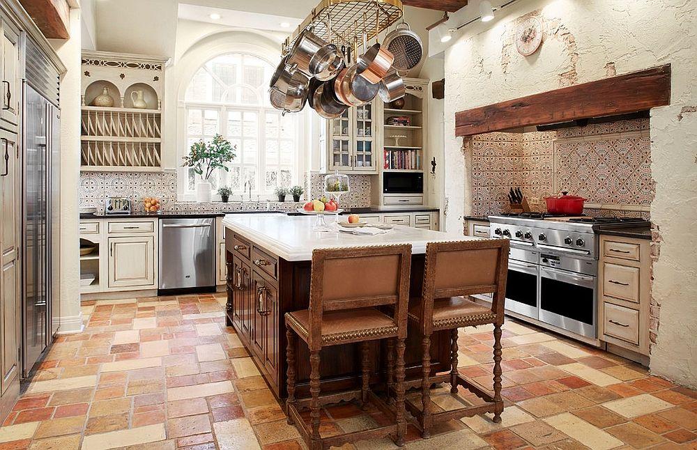 белая кухня с марокканским фартуком