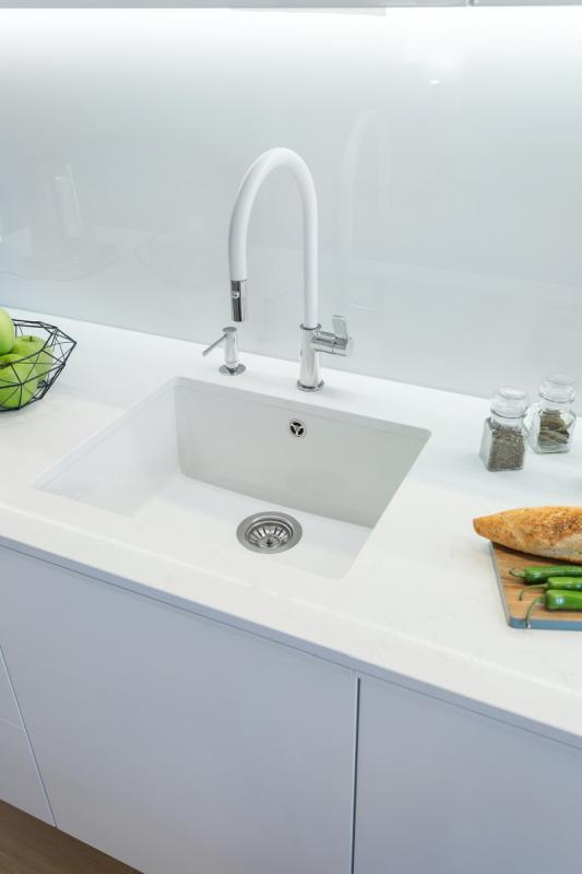 мойка белая для кухни из искусственного камня