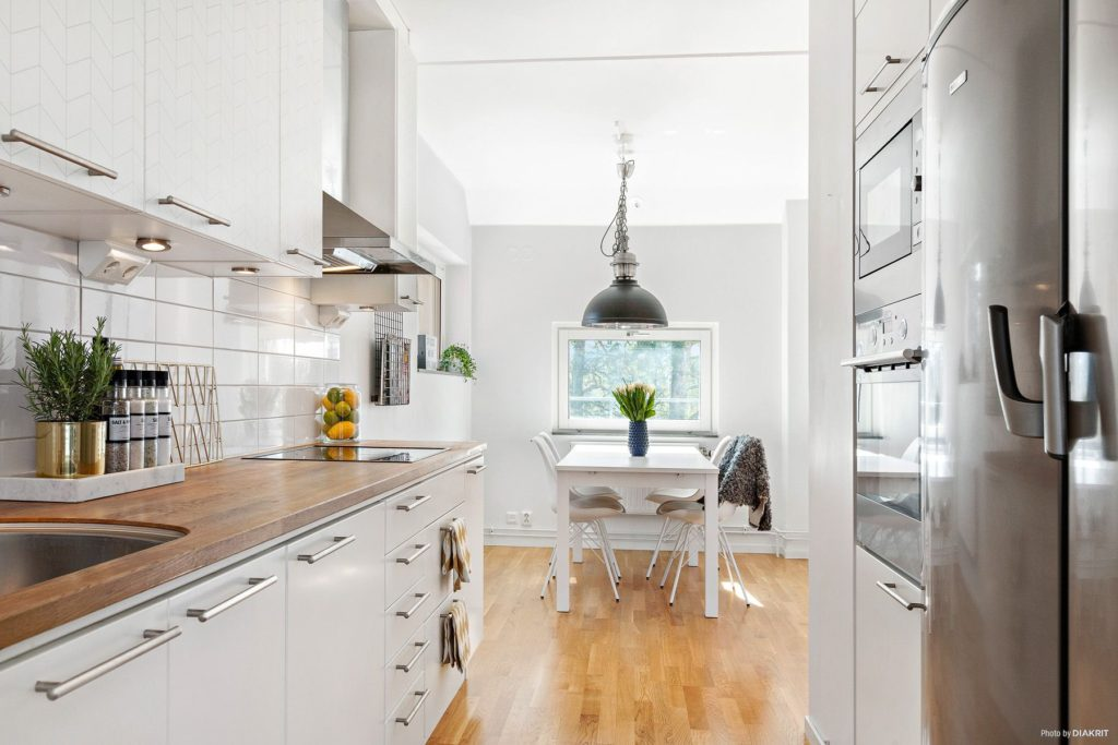 белая кухня какой цвет столешницы
