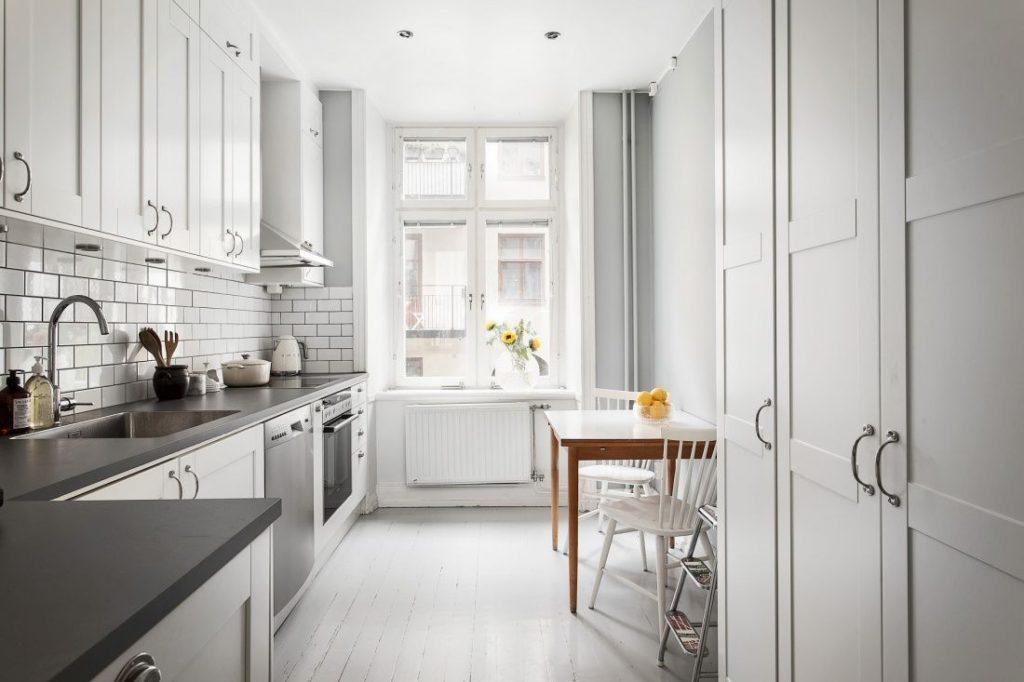 белая кухня какого цвета стены