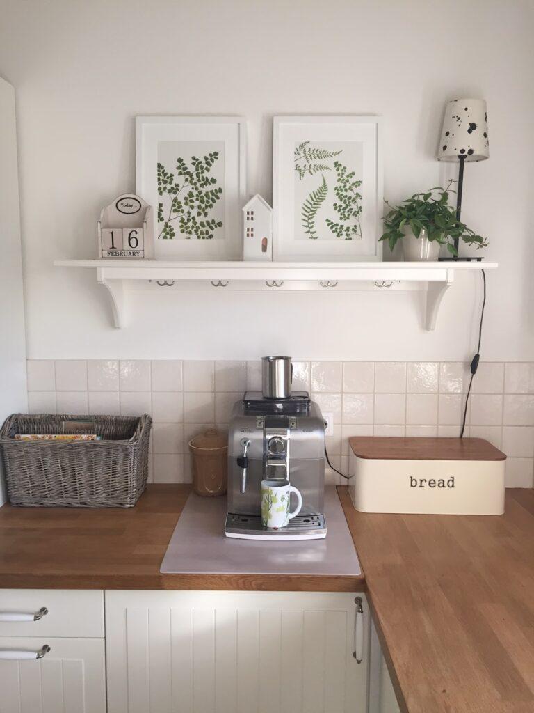 как повесить картины +на кухне