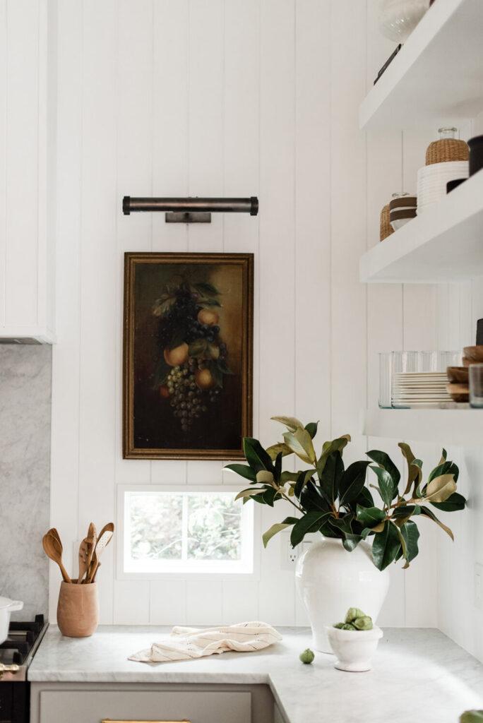 как повесить картины на кухне