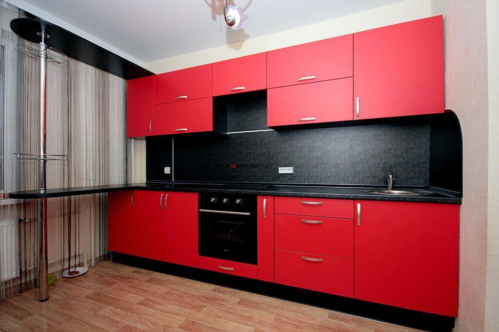 квадратная кухня в квартире