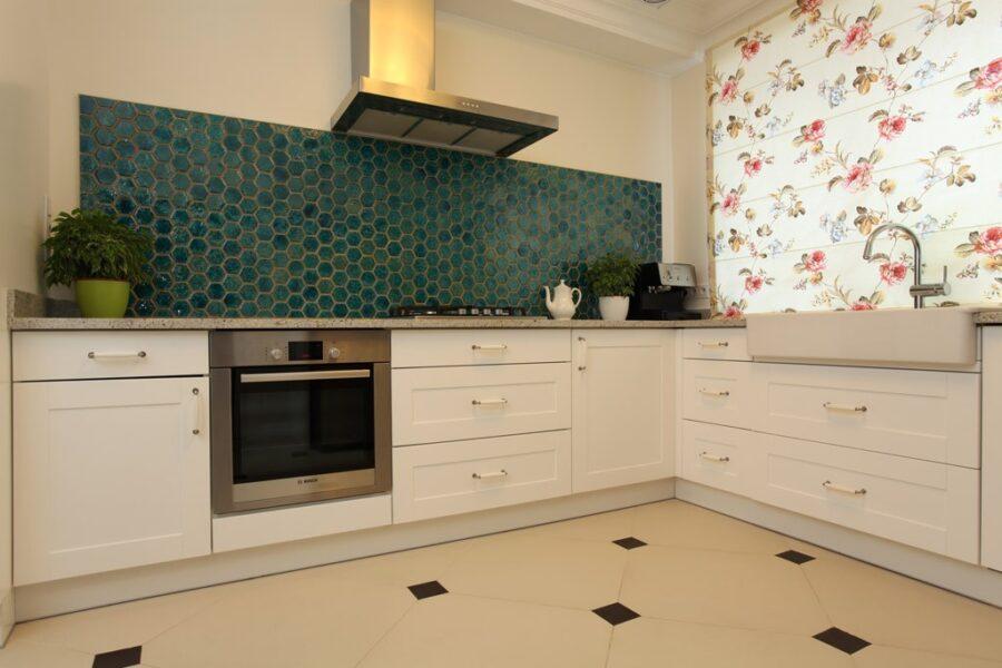 римская штора на кухне в интерьере
