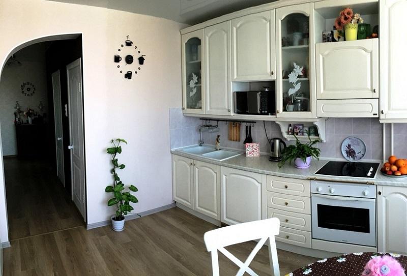 фото кухонь гостиной аркой
