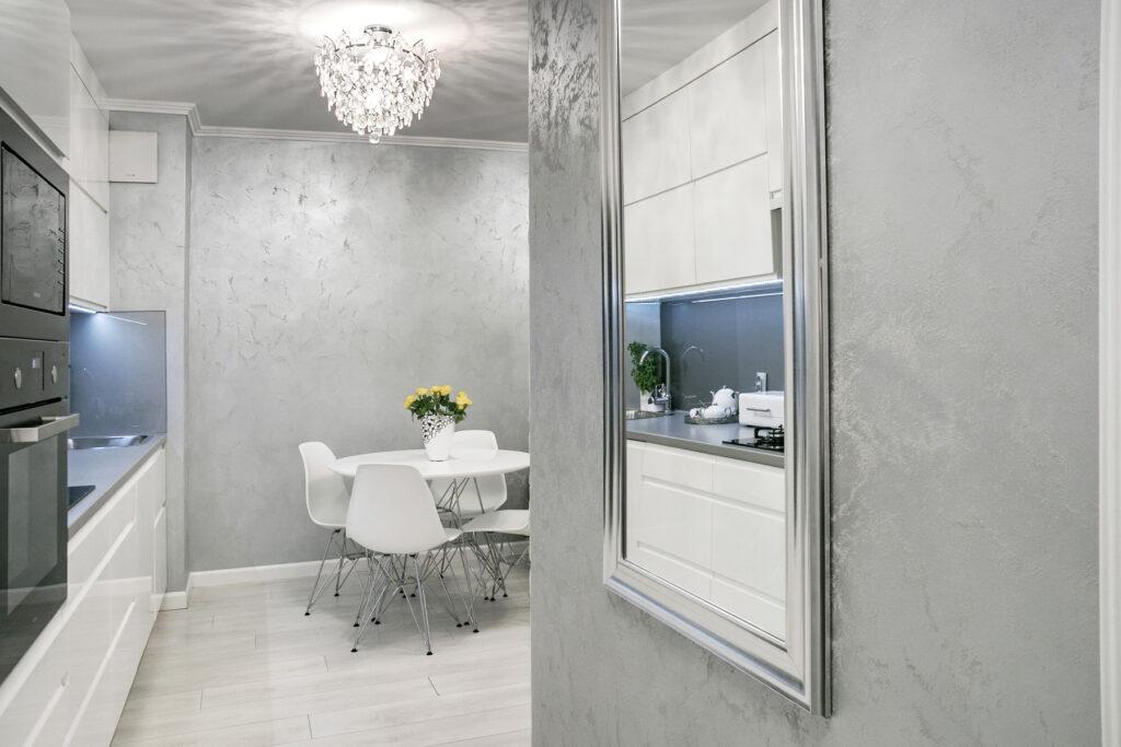 какой краской красить квартиру