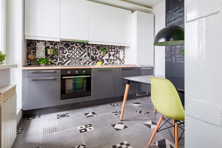 кухня с серыми фасадами
