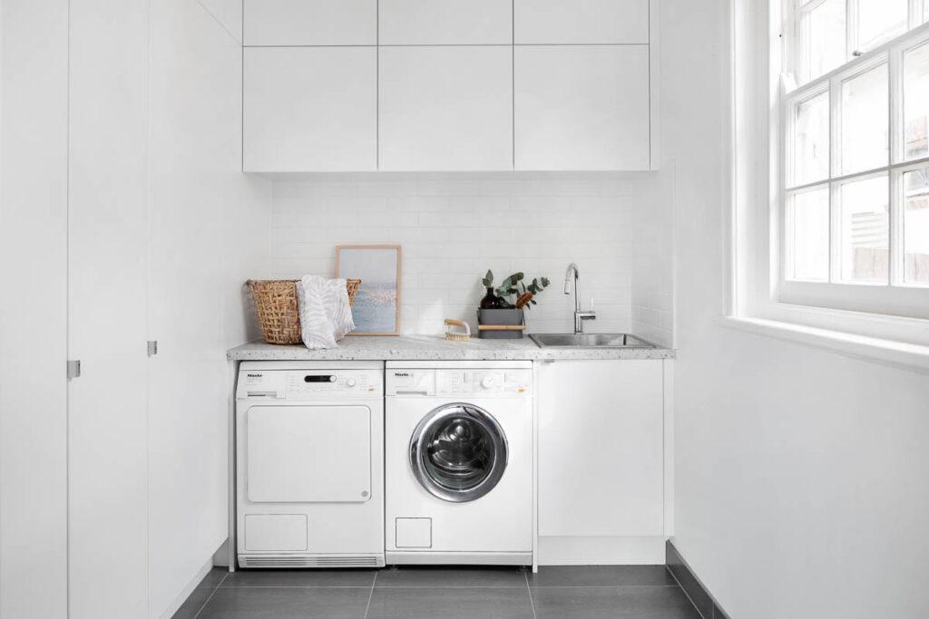угловая кухня со стиральной машиной