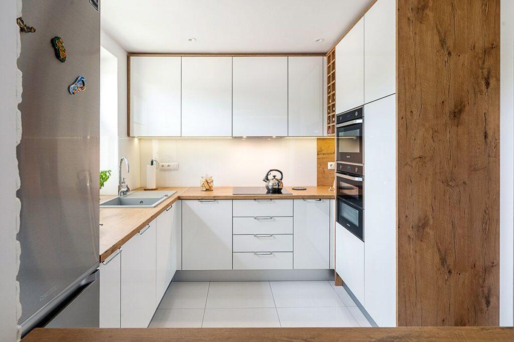 угловая квадратная кухня