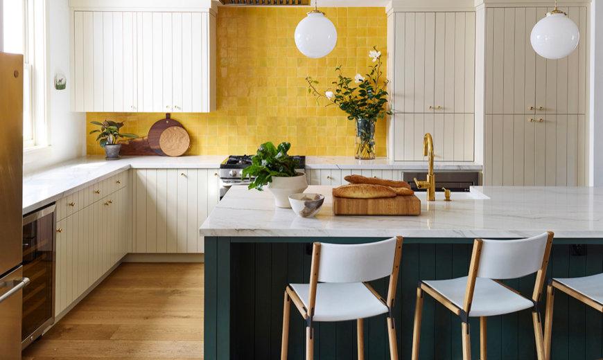 бирюзово желтая кухня