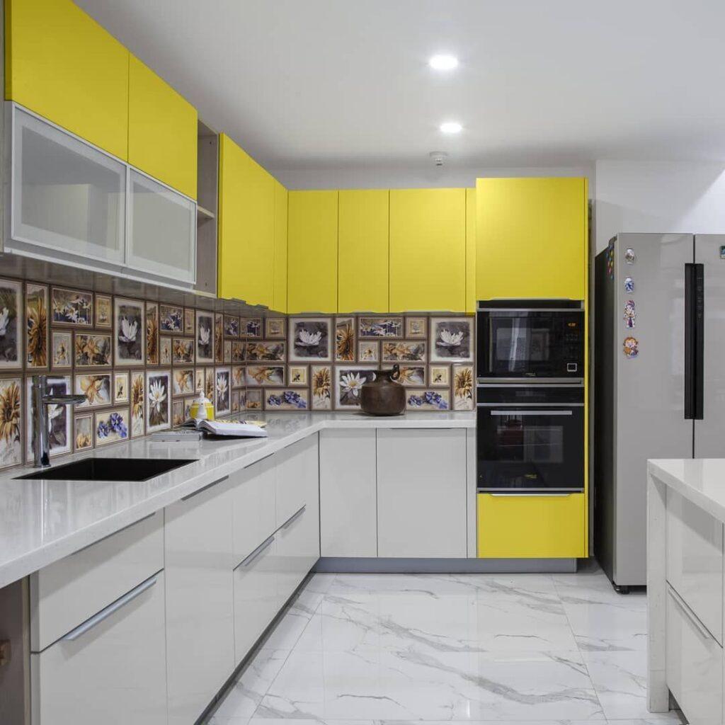 желтые маленькие кухни