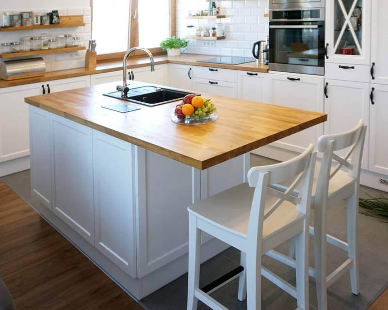 кухня в квадратной комнате