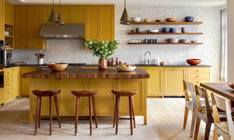 деревянная желтая кухня