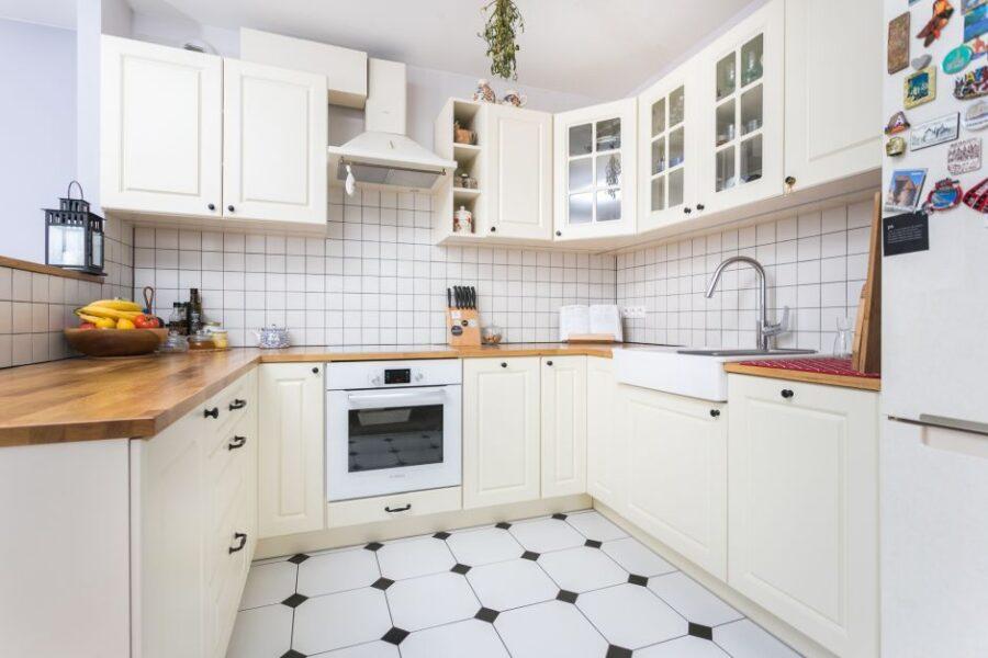 какую плитку лучше класть на кухне