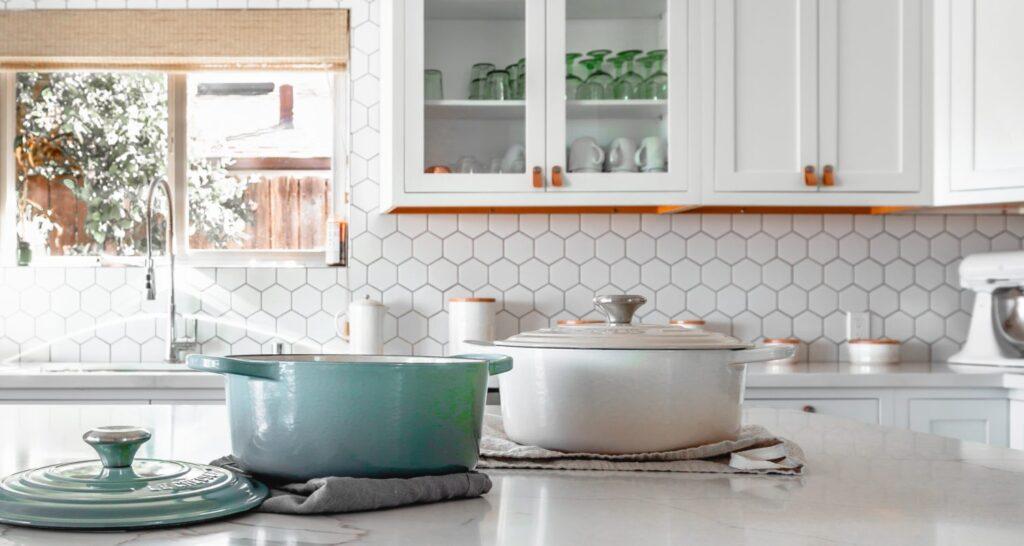 кухня сделанная плиткой